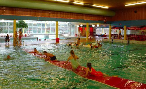 schoolzwemmen verruimt het bewegingsonderwijs